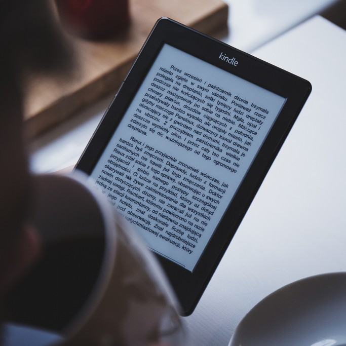Person-Reading-Kindle-Coffee-CC0