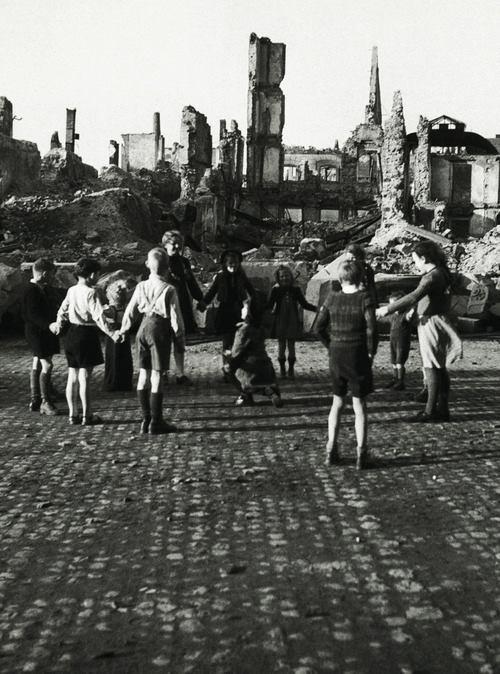 German children, 1945.