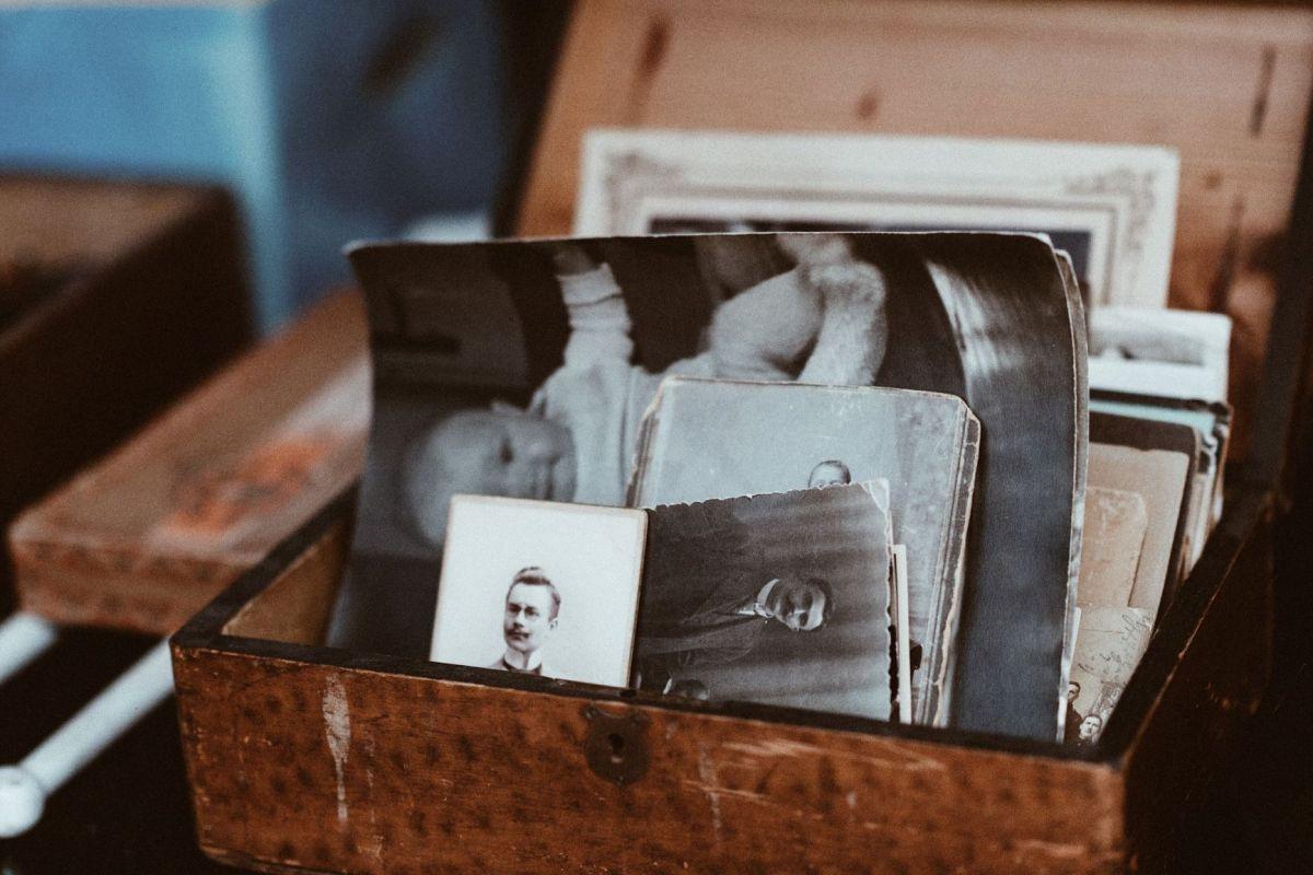 Photo by Roman Kraft on Unsplash photos in a box