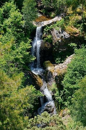 waterfall_mountains_halfwsize