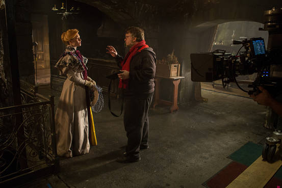 Del Toro shares a few thoughts with Jessica Chastain