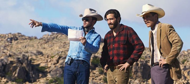 4100_D002_00299_v3 (l-r.) Writer/Director Tom Ford and Academy Award nominees Jake Gyllenhaal and Michael Shannon review a scene on the set of the upcoming romantic thriller NOCTURNAL ANIMALS, a Focus Features release. Credit: Merrick Morton/Focus Features