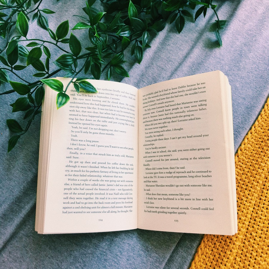 reading-normal-people-by-sally-rooney-book-review-written-by-charlotte