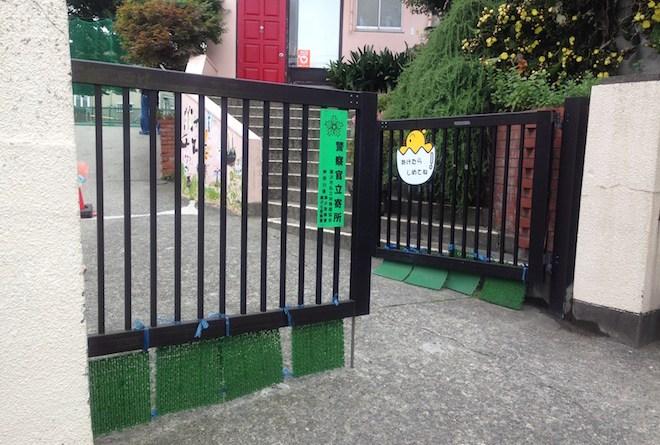 幼稚園の門前風景