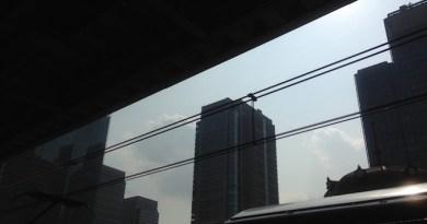 逆光線の丸の内ビルディング