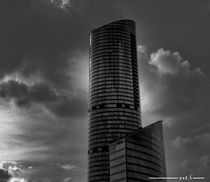 Sky Tower foto czarno-białe