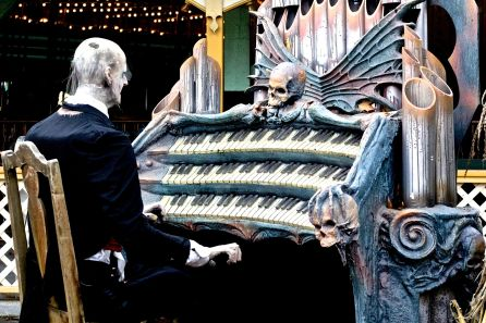 salem-new-hampshire-canobie-lake-park-scary-piano-player