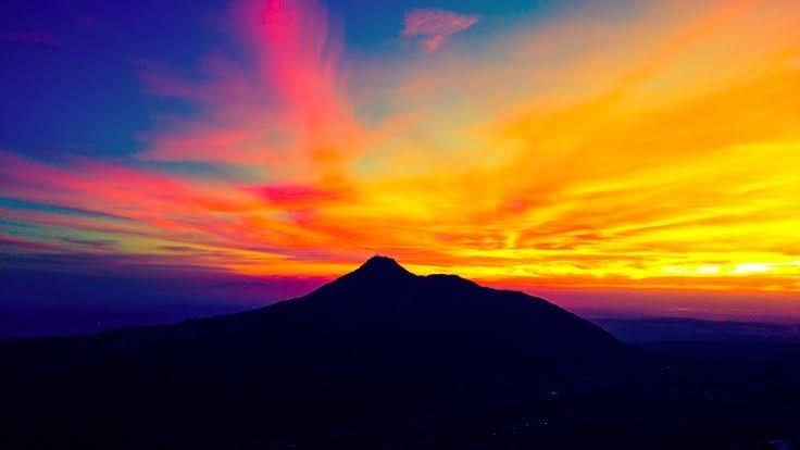 sunrise di gunung andong