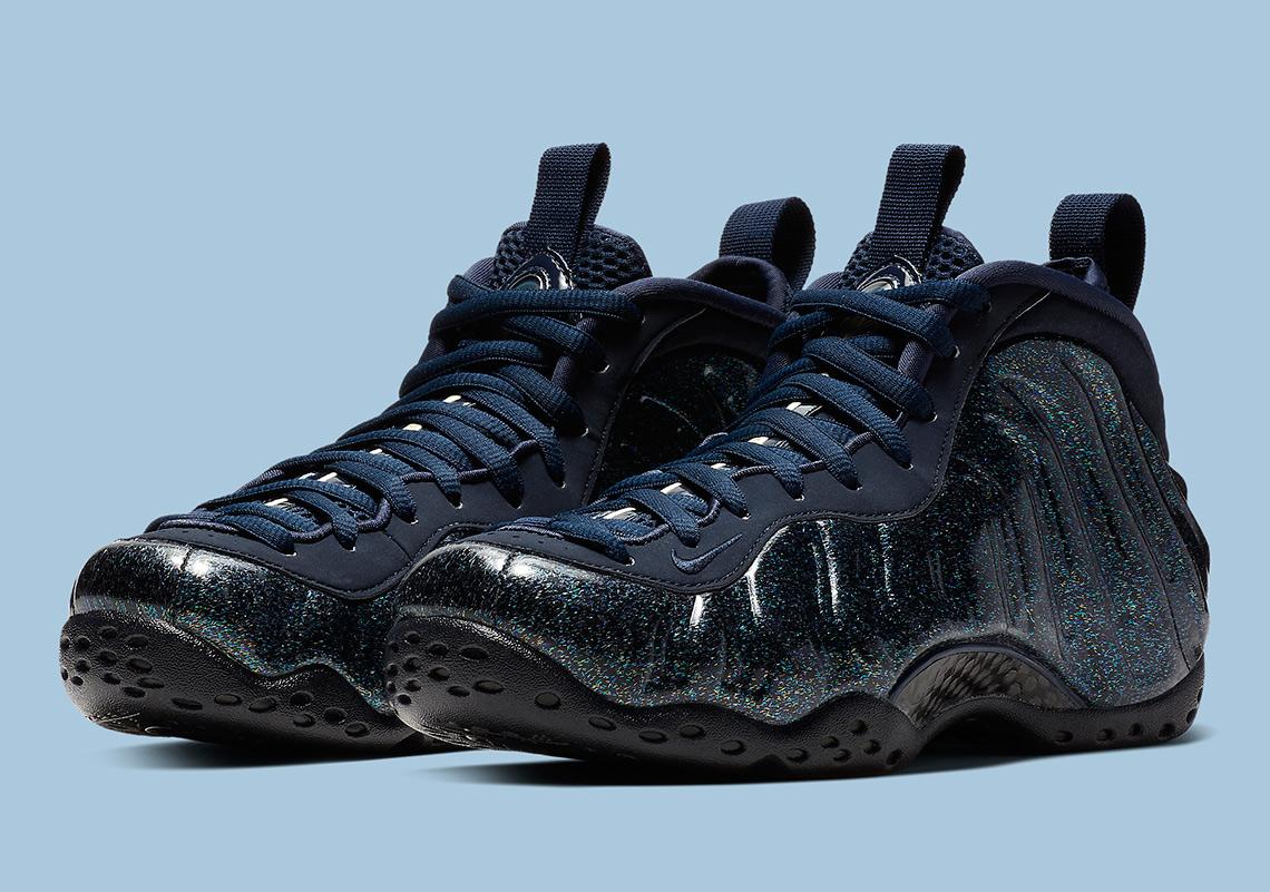 "00a03263fa1 Nike Air Foamposite One ""Obsidian"" Ganha Glitter No Cabedal"