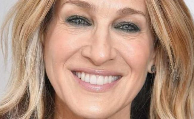 Sarah Jessica Parker takes her twin daughters Marion and