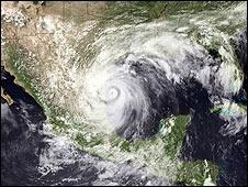 Imagen satelital del huracán Alex.