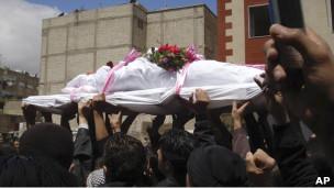 Funeral de un opositor del gobierno sirio, cerca de Damasco.