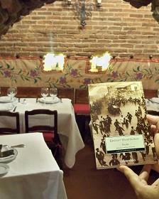 Hemingway era habitual del restaurante, que aparece en una de sus novelas.