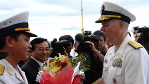 Tàu chiến Mỹ thăm Việt Nam tháng 7/2011