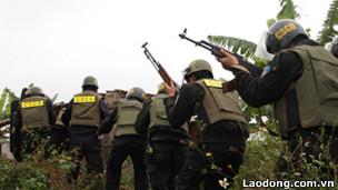 Lực lượng an ninh tham gia vụ cưỡng chế hôm 5/1/2012