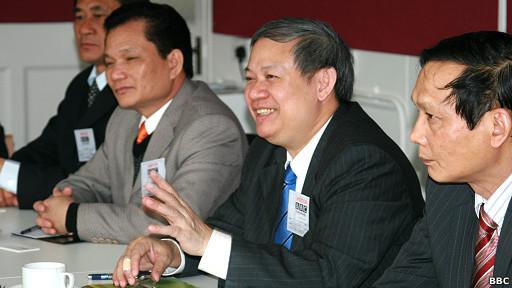 Ông Đinh Xuân Thảo (thứ hai, phải sang)