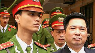 Nhà bất đồng chính kiến Cù Huy Hà Vũ trong vòng vây công an