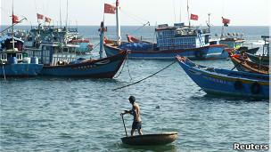 Thuyền cá Việt Nam