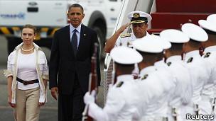 El presidente Obama llega a Cartagena, acompañado de la vicecanciller colombiana, Mónica Lanzetta