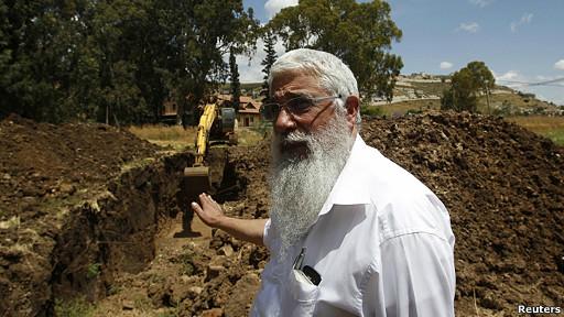 Avi Taub, fundador de Shefa Yamin en las excavaciones en la región de Haifa