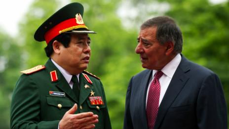 Bộ trưởng Quốc phòng Việt - Mỹ nói chuyện ở Hà Nội năm 2012