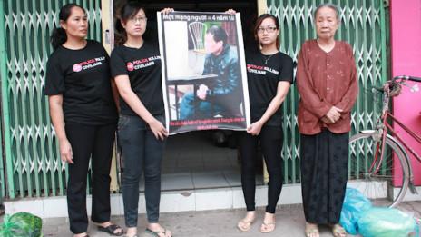 Mẹ, vợ và hai con gái Trịnh Xuân Tùng trước phiên phúc thẩm