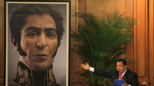 Chávez señala foto 3D de Simón Bolivar
