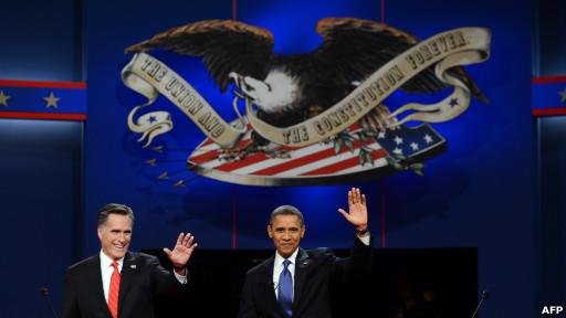 Ông Obama và ông Romney tại cuộc tranh luận ở Denver