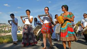 Moradores de Perus realizam ato em defesa de um espaço cultural no bairro (Jéssica Moreira - BBC Brasil)