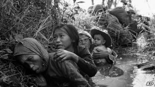 Người dân Việt Nam chạy nạn trong cuộc chiến Việt Nam