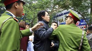 Công an trấn áp các cuộc biểu tình chống Trung Quốc