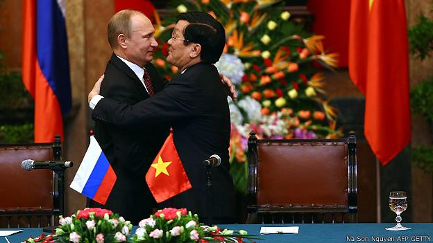 Ông Vladimir Putin và ông Trương Tấn Sang ở Hà Nội tháng 11/2013