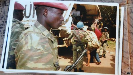 Un convoy de ONU escapando de Ruanda
