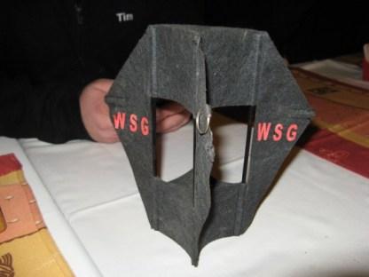 Zum Abendessen ziert der alte WSG Drachen vom Stammtisch die Tafel
