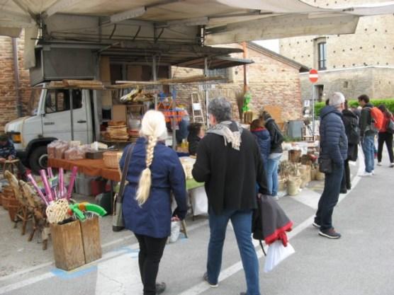 An einem Regentag ging es zum Markt