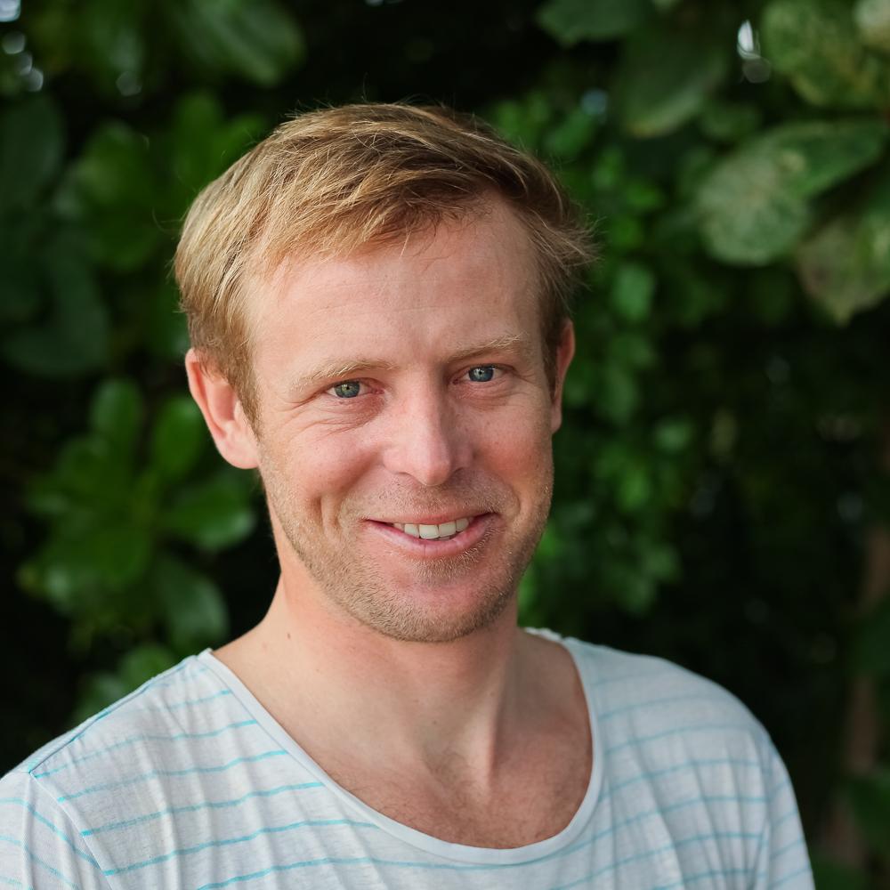 инструктор по серфингу Максим Фомин