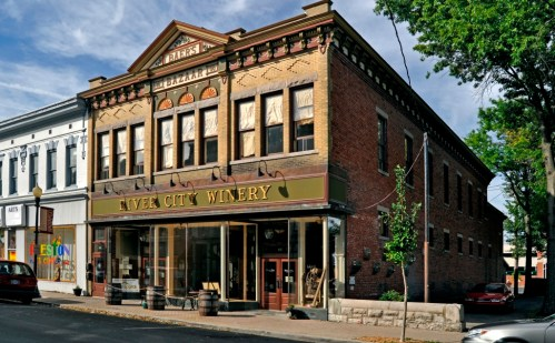 Baer's Bazaar Building 1900 in New Albany - Credit Lee Lewellen