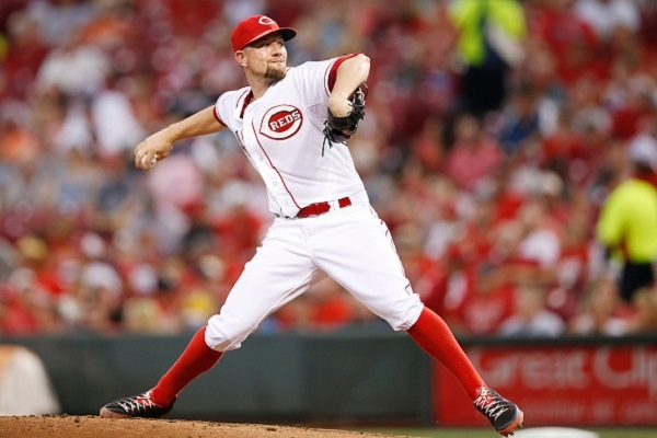 mike-leake-pitching-for-the-reds
