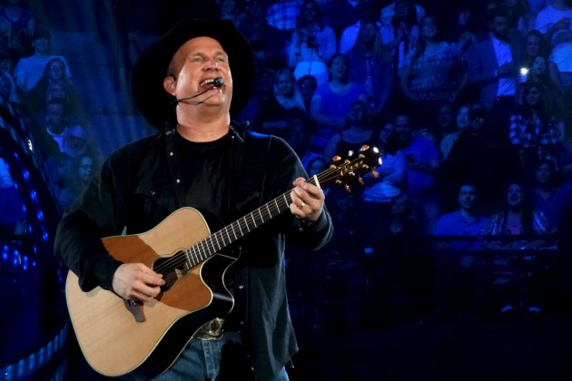 Garth-Brooks-Denver4