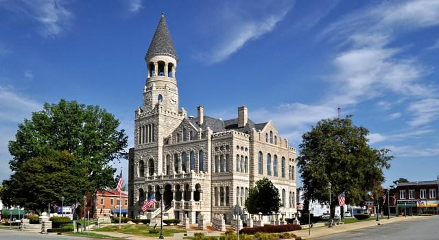 Salem-Washington-County-Courthouse-2-by-Lee-Lewellen