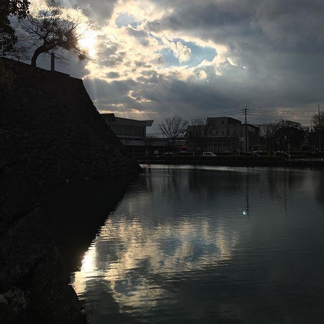 水面の空のさざなみ。光、うつし鏡。#イマソラ #mysky #sky #sunset #water #light #mirror