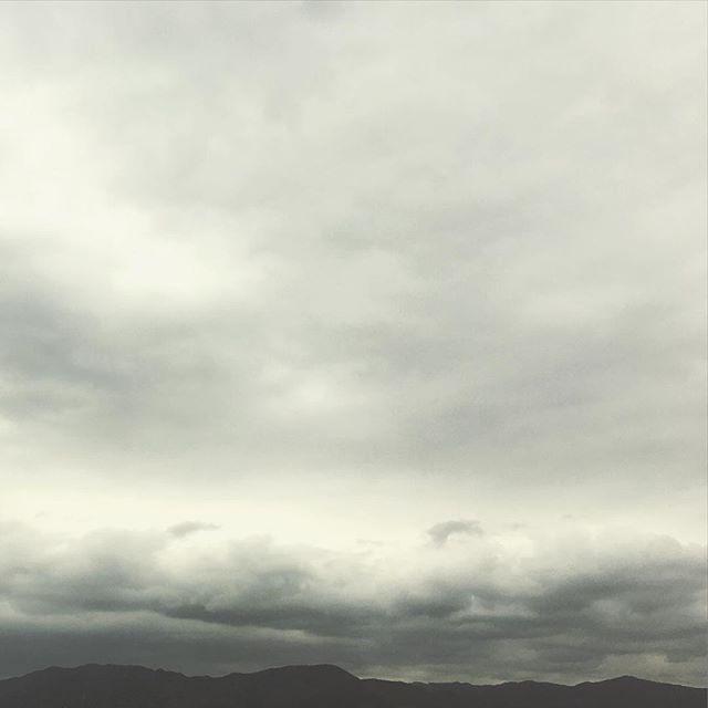 春のくもりの日はなんだか頭が重い。明日は晴れますように。#イマソラ #mysky #sky #cloudy #clouds #gray