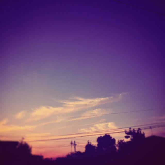 今日の終わりは龍のような雲。明日も良き日でありますように。#イマソラ #mysky #sky #sunset #clouds #dragon #town #evening