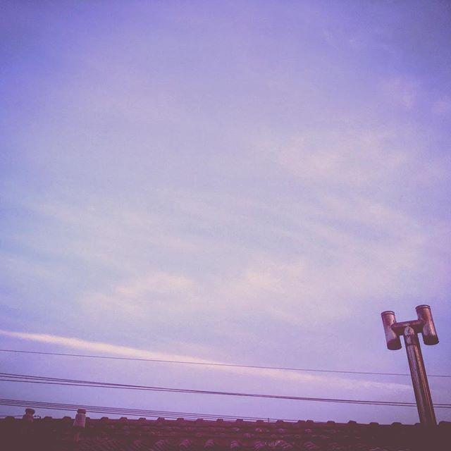 人生は薔薇色。明日も良き日に。#イマソラ #mysky #sky #sunset #evening #japanese #roof #chimney #clouds #contrail #jetstream #line