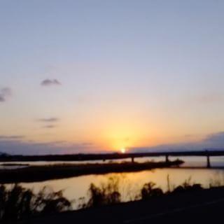 2017.01.01 あけましておめでとうございます2016→2017 今年は良い天気に恵まれ、素晴らしい新年を迎える事が出来ました 今年もどうぞよろしくお願いします#イマソラ #mysky #sky #fine #sun #sunset #2016 #sunrise #2017 #newyear #river #mountain #happy #winter