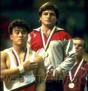 Исраил Арсамаков на высшей ступеньке пьедестала почета Олимпийских Игра 1988 года в Сеуле