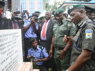 IGP-Idris-and-Commander-MOPOL-20-CSP-ABUBAKAR-YAKUBU-Unvieling-Memorial-Plaque