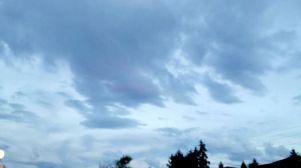 2014年9月22日傍晚時分,法王蓮生活佛盧勝彥向空中作畫。圖為天空晴空無虹。p1024-10-02