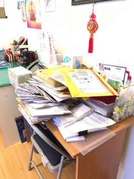 圖為宗委會堆積如山的信件p1131-07-03b