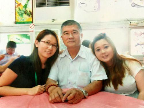 圖為邱正義會長與兩位愛女于珍(左)及于慧p1138-12-01